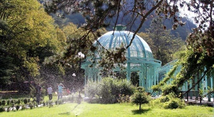 Бювет минеральных вод Боржоми в центральном парке